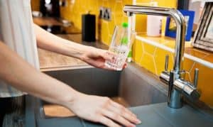 what effect does carbon dioxide have on tap water