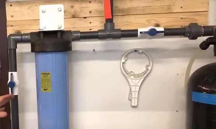 changing-filter-on-ge-water-softener