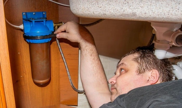 which direction to unscrew a water filter